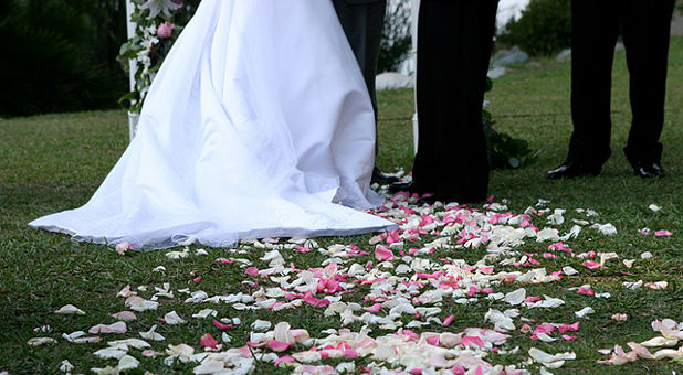 Pastor Cancels Wedding Over 'Sexy Dress,' Persecuted for Modest Mindset