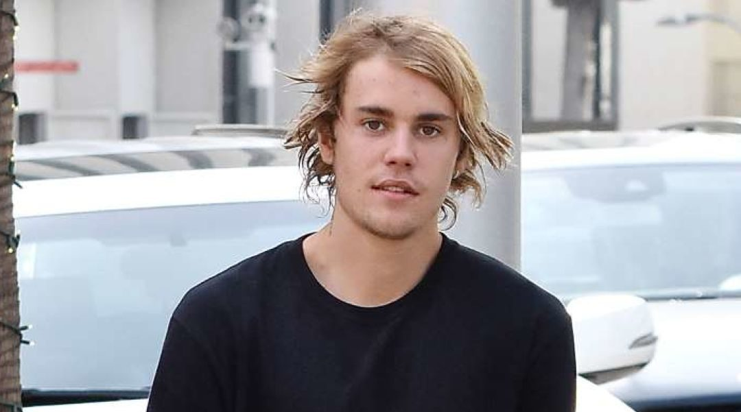 Did Justin Bieber Really Dress Up Like a Woman on Instagram Pic?